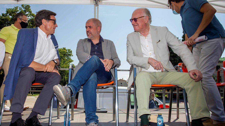 El secretario general de CCOO, Unai Sordo (c) junto a Nicolás Sartorius (d) y Antonio Gutiérrez (i). (EFE)