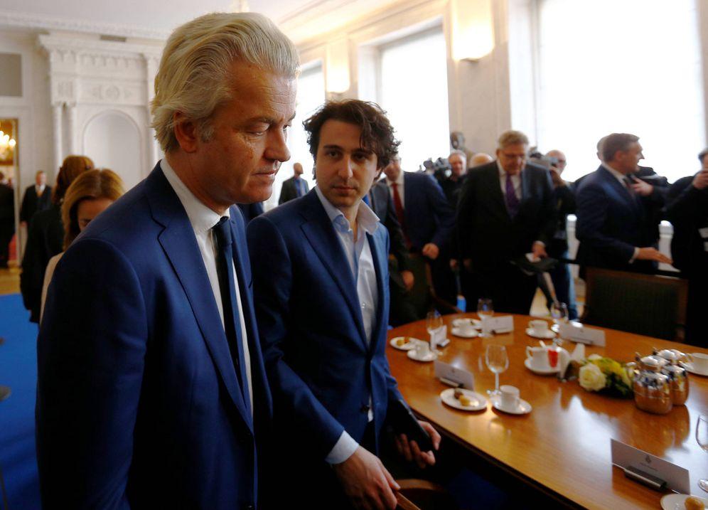 Foto: Geert Wilders y el líder de Los Verdes, Jesse Klaver, durante una reunión en el Parlamento tras las elecciones. (Reuters)