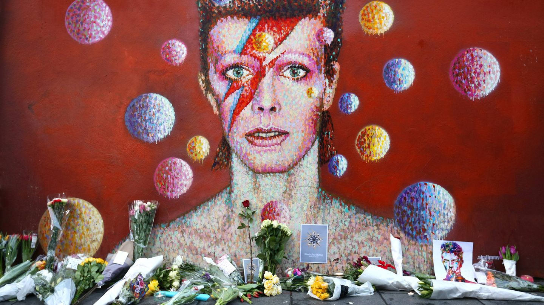 Un altar improvisado por sus fans tras su muerte. (Getty)