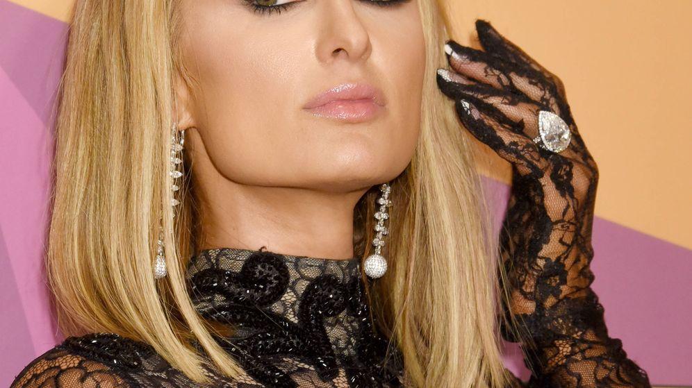 Foto:  Paris Hilton y su anillo de 1,6 millones de euros. (Gtres)