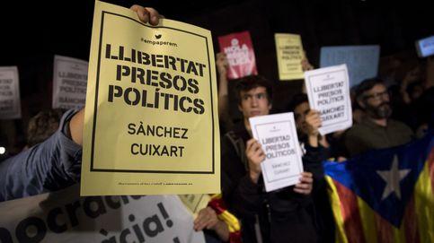 Esteladas, caceroladas y pancartas en defensa de los presos políticos Sànchez y Cuixart