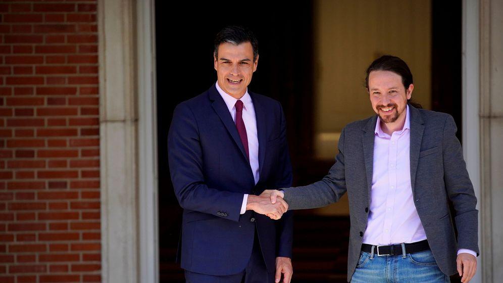 Foto: Foto de archivo de la reunión en mayo entre Pedro Sánchez y Pablo Iglesias. (Reuters)