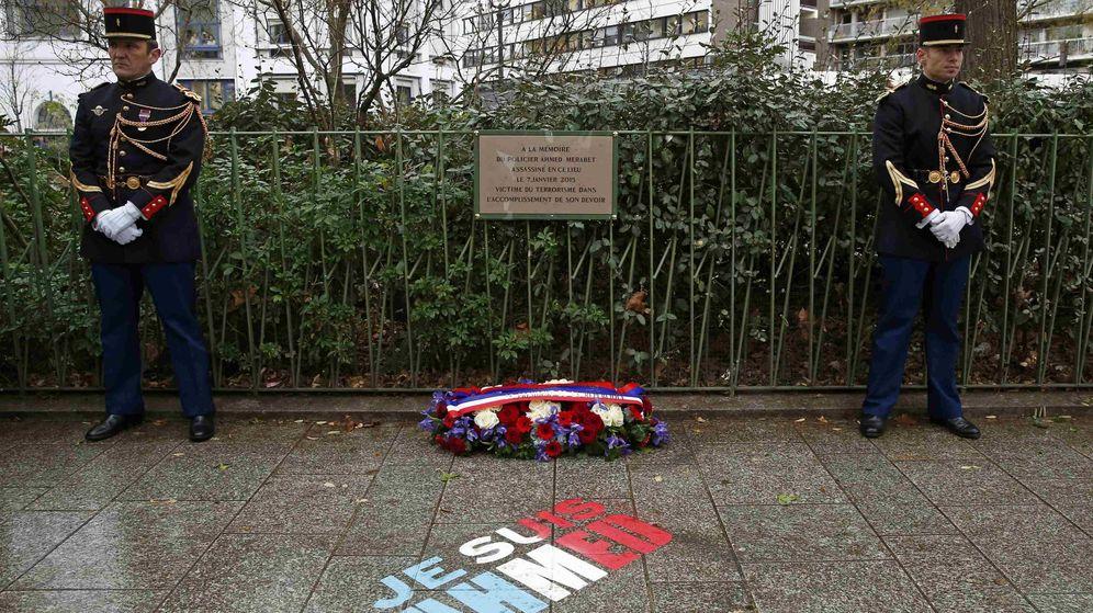 Foto: Placa conmemorativa en París. (Reuters)