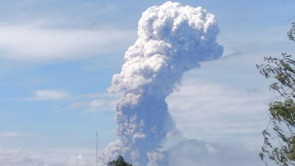 Foto: Erupción volcánica del monte soputan en la provincia de Célebes septentrional