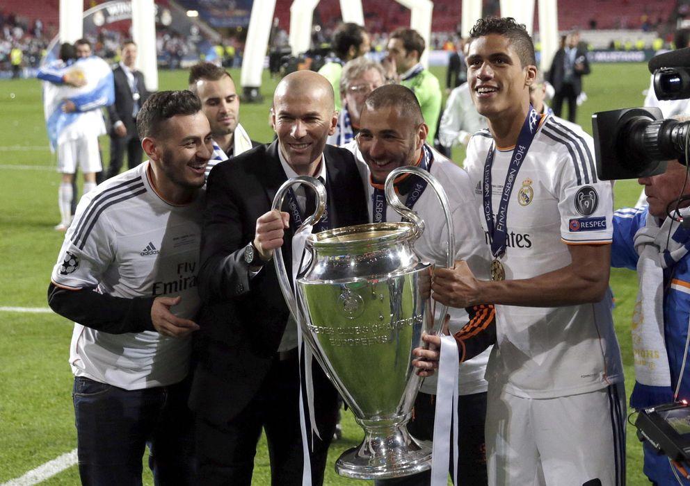 Foto: Varane, con la Liga de Campeones conseguida por el Real Madrid durante la pasada temporada.