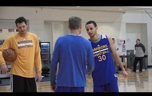 Stephen Curry no tiene piedad ni de su entrenador