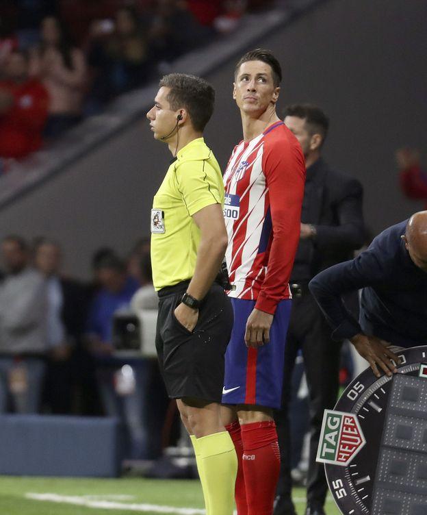 Foto: Fernando Torres antes de saltar al campo frente al Málaga. (EFE)