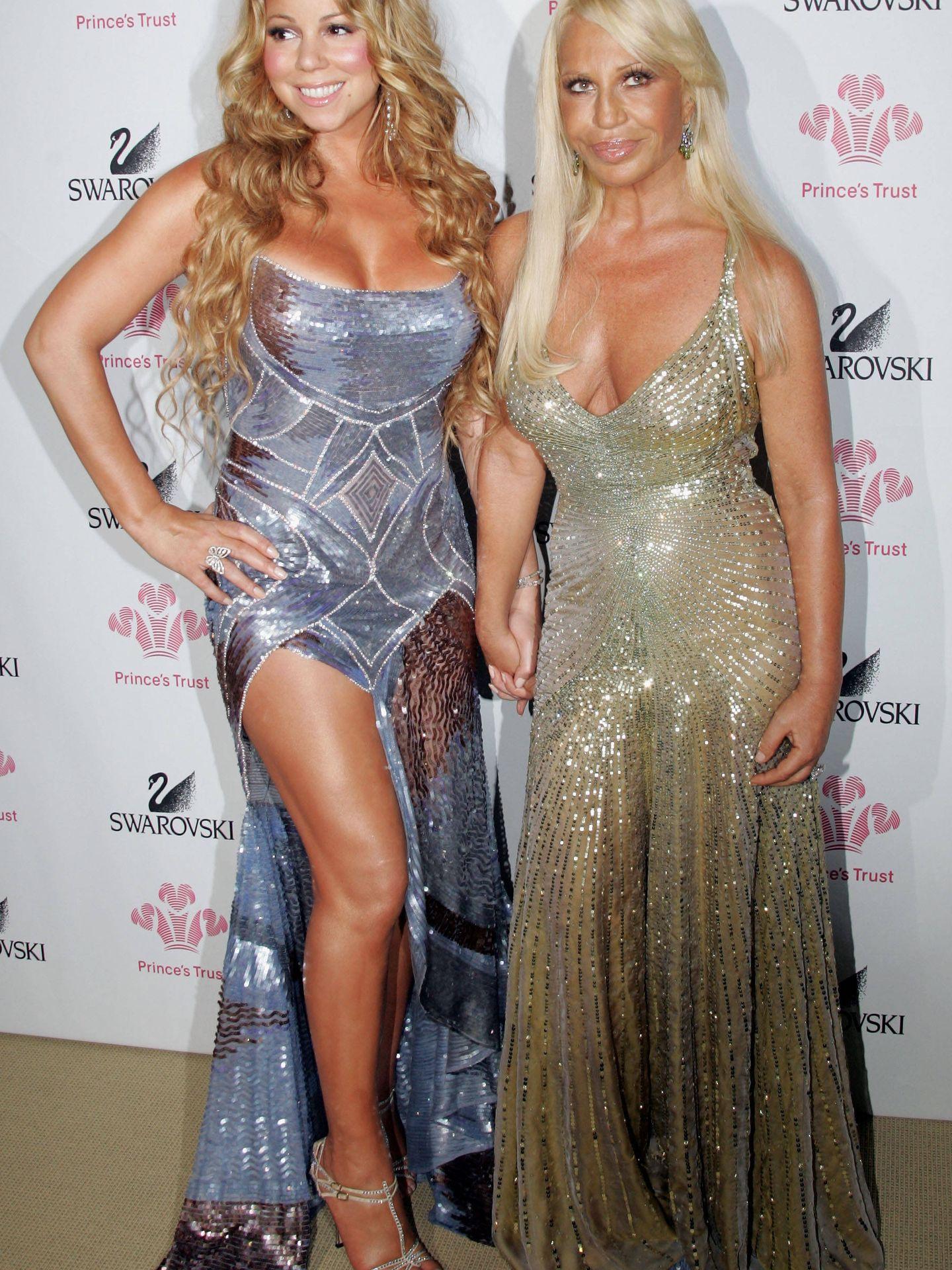 Junto a Donatella Versace. (Getty)
