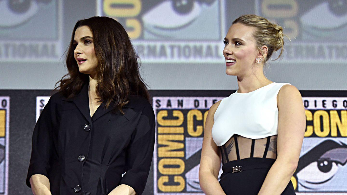 Scarlett Johansson y Rachel Weisz, en la presentación de 'Viuda Negra'. (Getty)