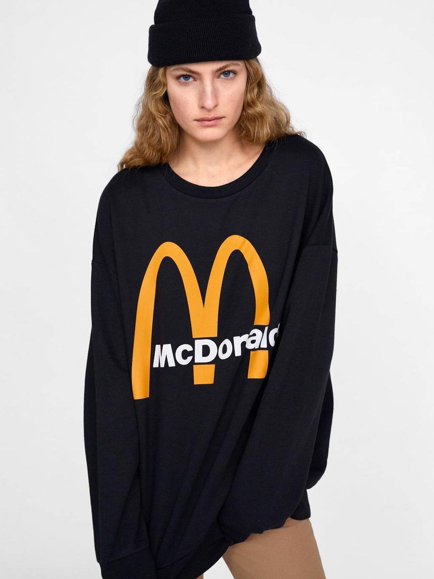 Negra, unisex, oversize y con el logo de McDonald's, 22,95€. (Cortesía)