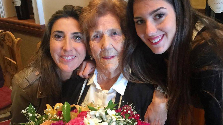 Paz Padilla, con su madre y su hija. (RR.SS.)