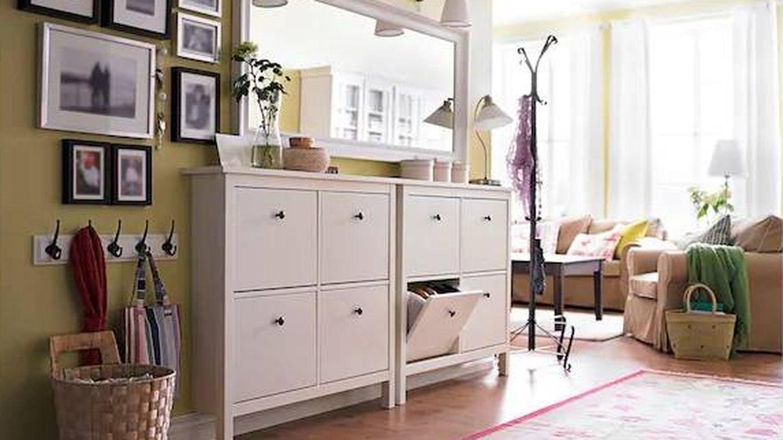 Las composiciones de cuadros en las paredes hacen la estancia más acogedora, como esta de Ikea. (Cortesía)