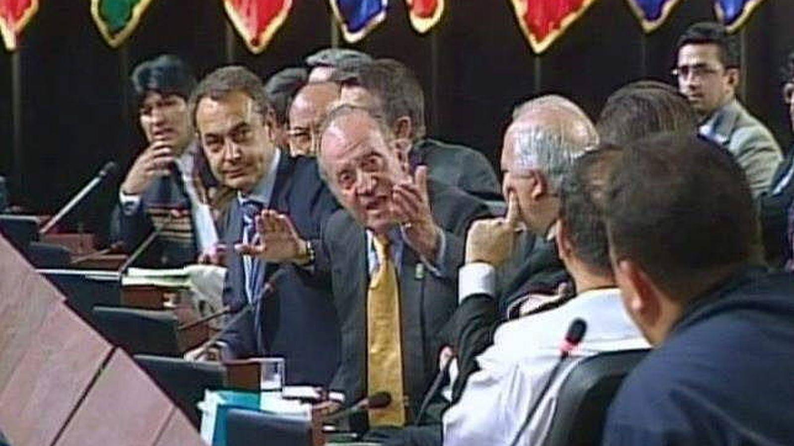 """Foto: Aquella vez que el rey Juan Carlos le gritó el famoso """"¿Por qué no te callas?"""" al fallecido presidente de Venezuela, Hugo Chávez   Foto: EFE"""