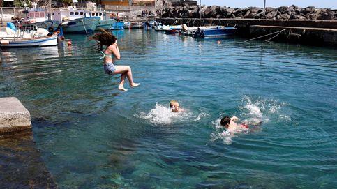 El CSIC ve poco probable el contagio por contacto con agua en piscinas o playas