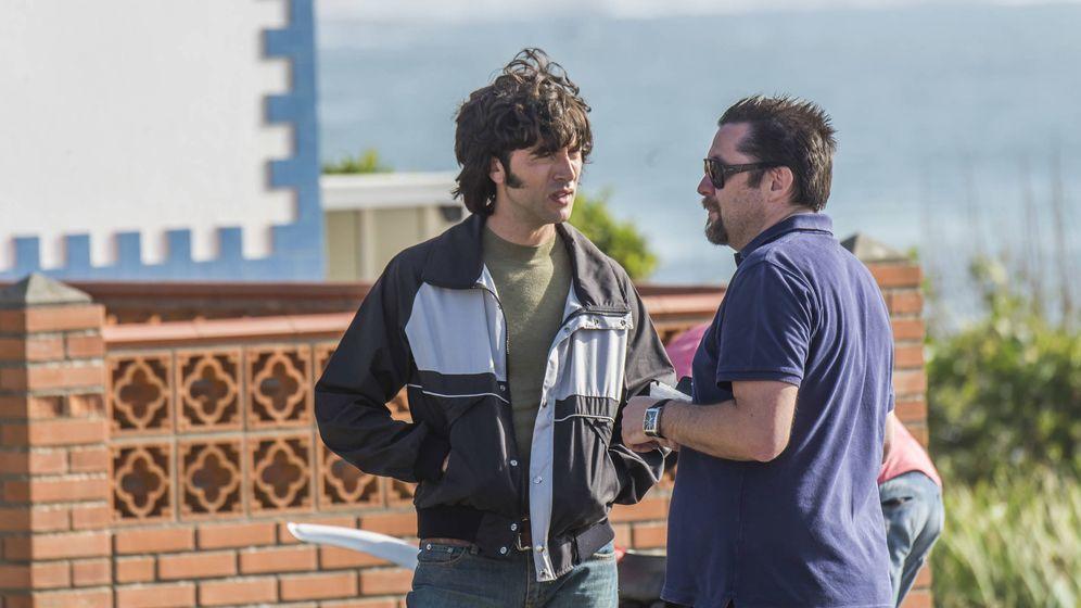 Foto: Ramón Campos con Javier Rey, protagonista de 'Fariña'. (Atresmedia Televisión)