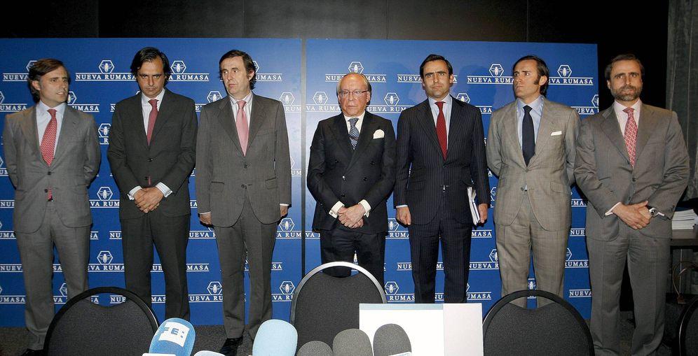 Foto: José María Ruiz Mateos (c) junto a seis de sus hijos. (EFE)