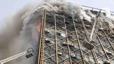 Se derrumba un edificio de 17 plantas en Teherán