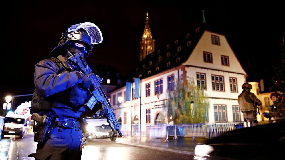 Foto: Las fuerzas de seguridad cercan el área donde se busca al autor del tiroteo. (Reuters)