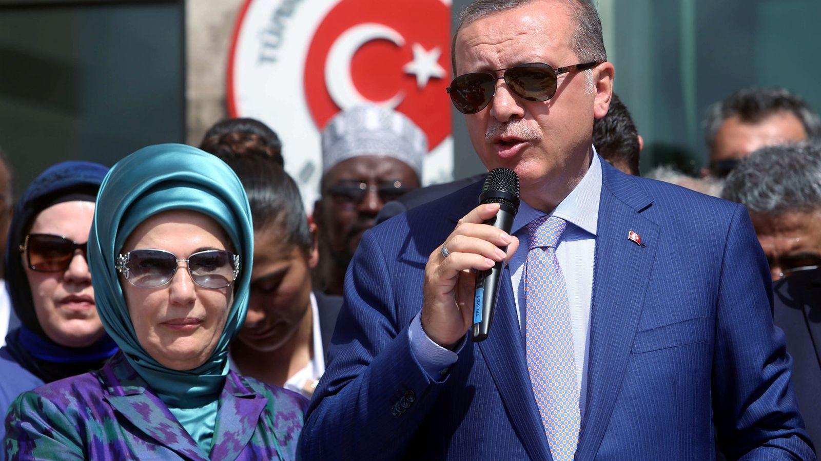 turqu a erdogan una mujer que rechaza las labores de la. Black Bedroom Furniture Sets. Home Design Ideas
