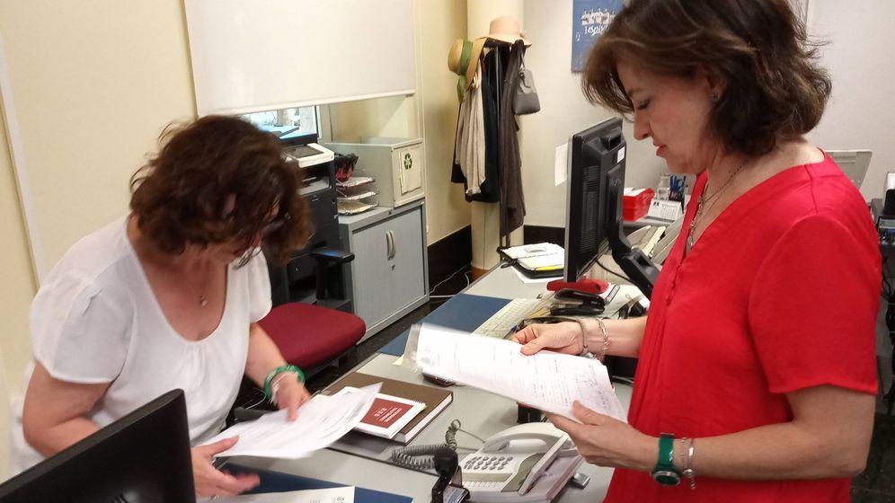 Foto: La diputada de Vox Ángeles Criado, registrando su petición de información.