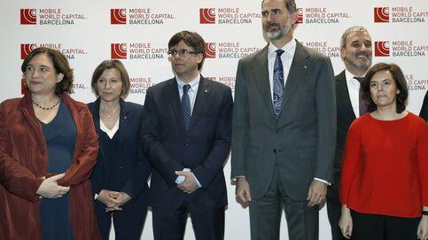 El Rey, Soraya y Puigdemont se abonan a la diplomacia del móvil