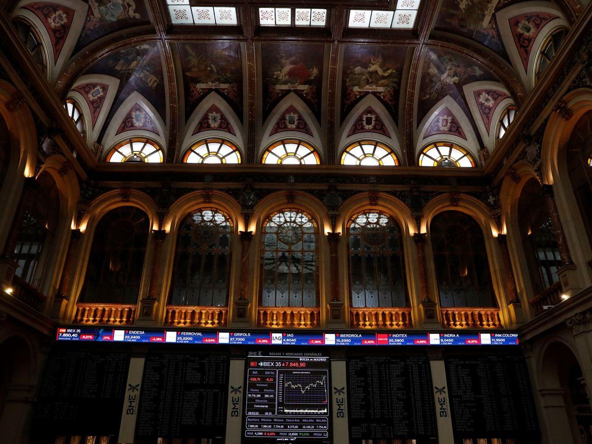 Foto: Interior de la Bolsa de Madrid. (EFE)