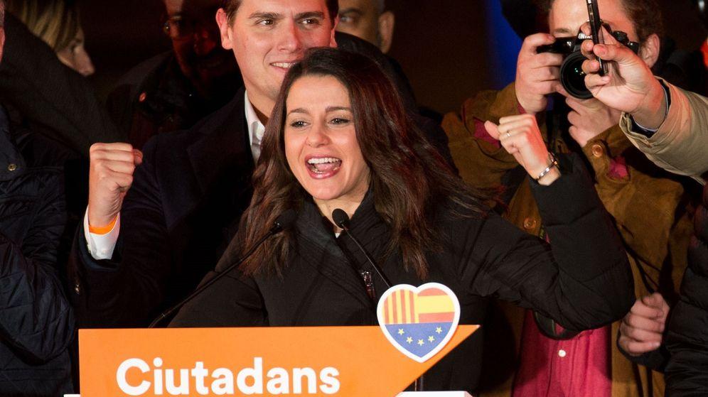 Foto: Inés Arrimadas celebra su victoria en las elecciones catalanas. (EFE)