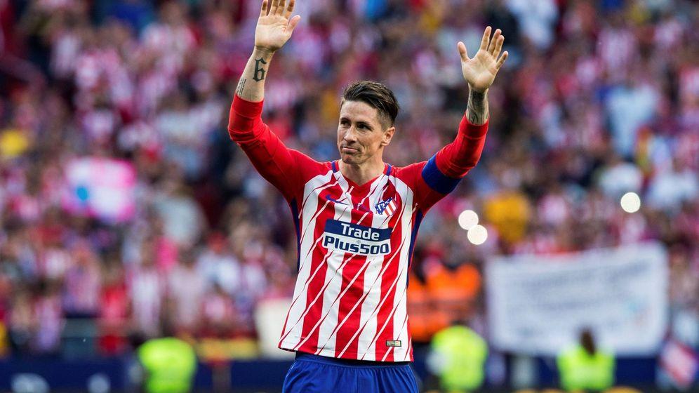 Foto: Fernando Torres se despide del Wanda Metropolitano tras su último partido de Liga. (EFE)