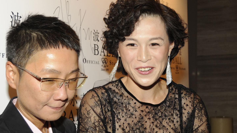Gigi Chao, a la derecha, junto a su mujer, Sean Eav. (Corbis)