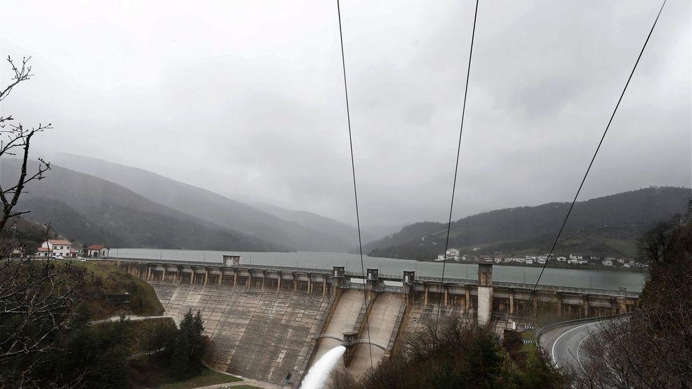 Otro frente para Ribera con las eléctricas: llega el fin de las concesiones hidráulicas