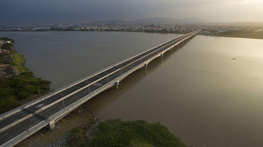 Foto: Un puente construido en Ecuador por una compañía española. (EFE)