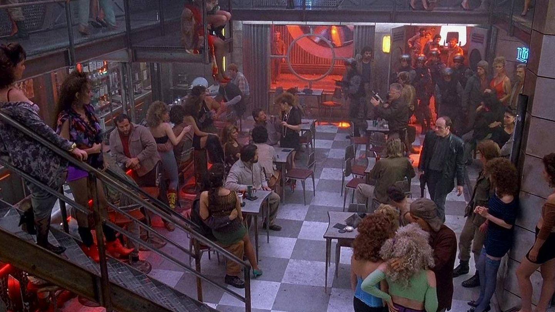 Fotograma de 'Desafío Total'. ¿Serán así los bares marcianos?