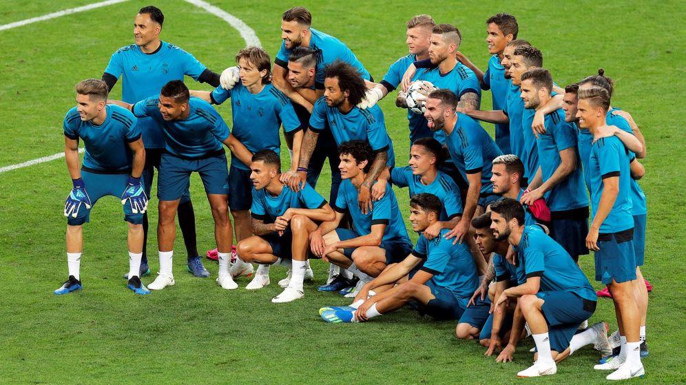 Foto: Los jugadores del Madrid posan para una foto en la previa. (EFE)