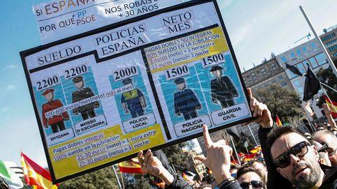 Manifestación inaudita en San Sebastián: policías y guardias civiles tras una pancarta