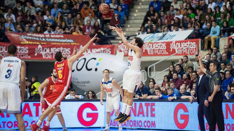 Foto: Sergio Llull (19 puntos) fue el segundo máximo anotador del Real Madrid en el partido contra el UCAM Murcia (ACB Photo/J. Bernal)