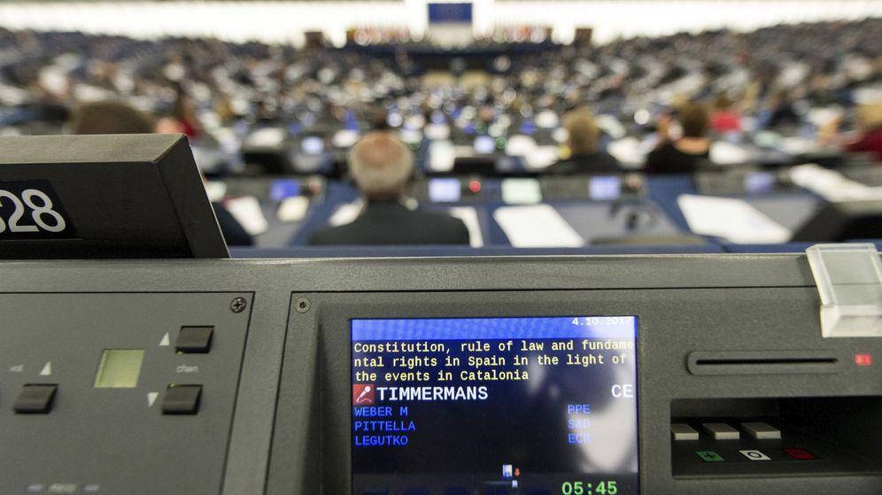 Foto: Eurodiputados escuchan el discurso del vicepresidente primero de la Comisión Europea, Frans Timmermans. (EFE)