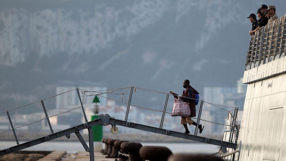 Llegan a un puerto de Cádiz 15 de los migrantes rescatados por el Open Arms