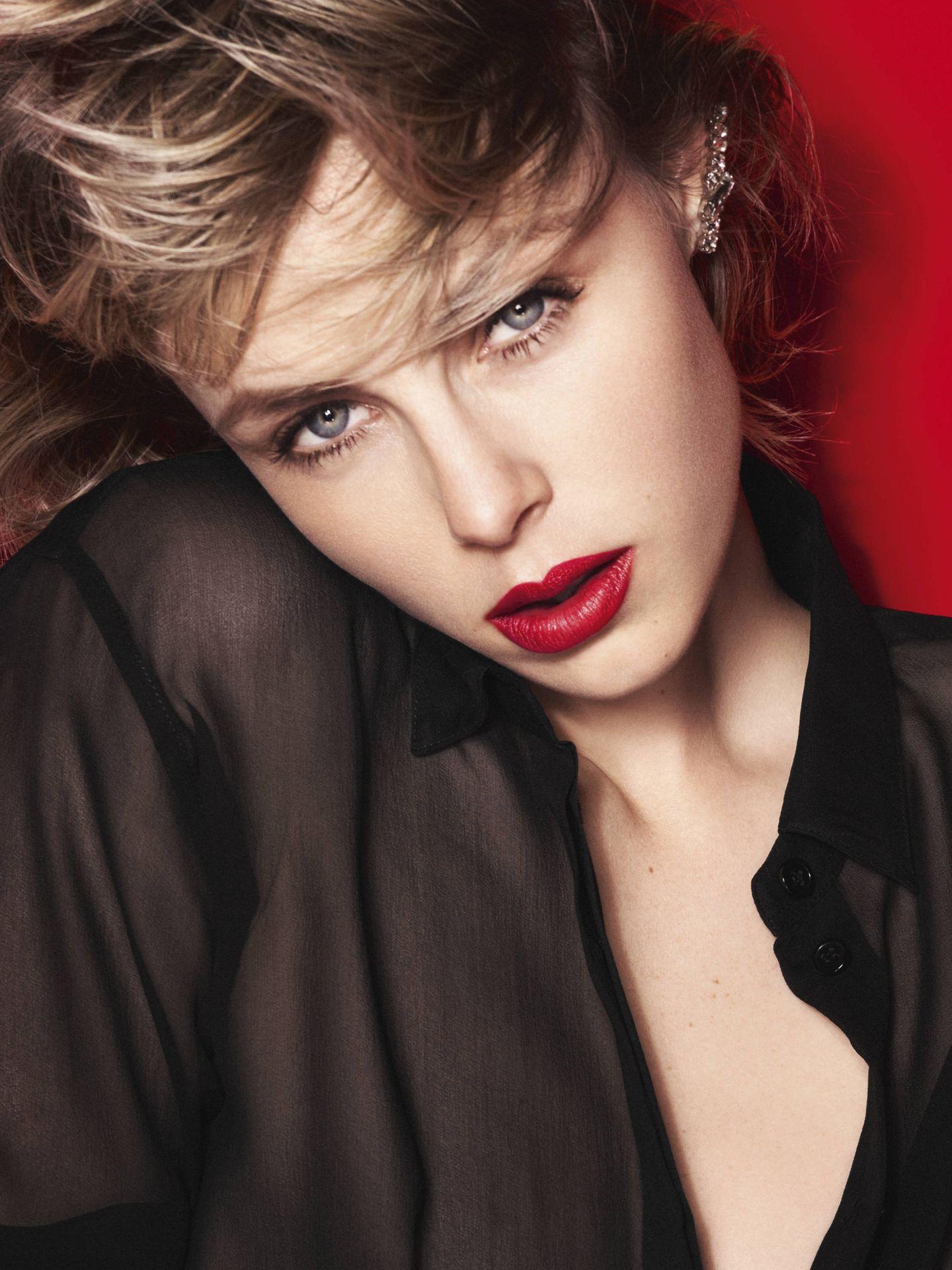 El labial rojo es uno de los básicos. (Yves Saint Laurent)