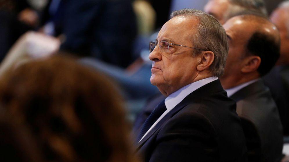 Foto: Florentino Pérez, en el palco del estadio Santiago Bernabéu. (EFE)