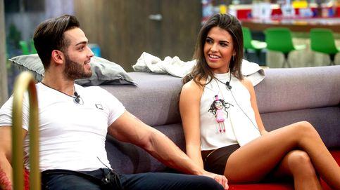 Sofía cumple la fantasía sexual de Ricky: escupitajo y segundo 'edredoning'