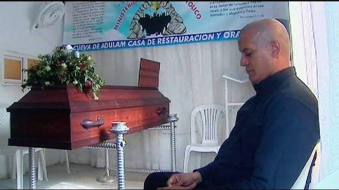 Se negaba a enterrar a su hijo por si resucitaba