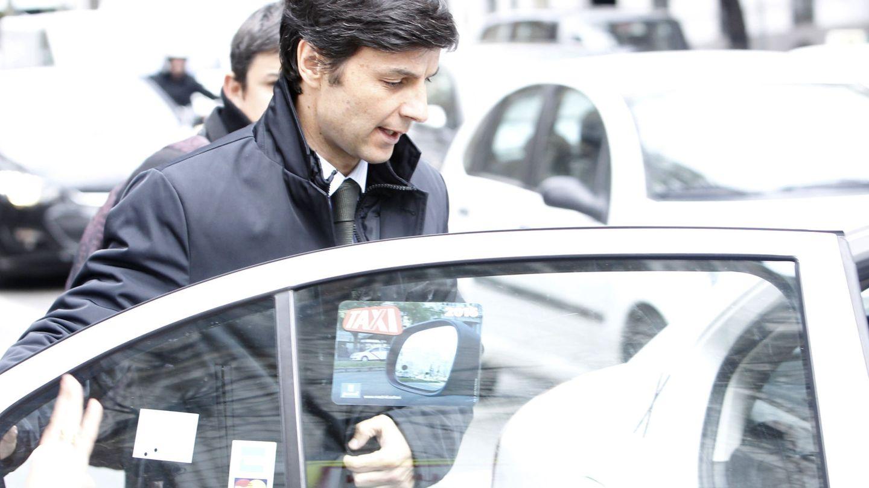 El yerno de Mario Conde, Fernando Guasch, a la salida de la Audiencia Nacional. (EFE)