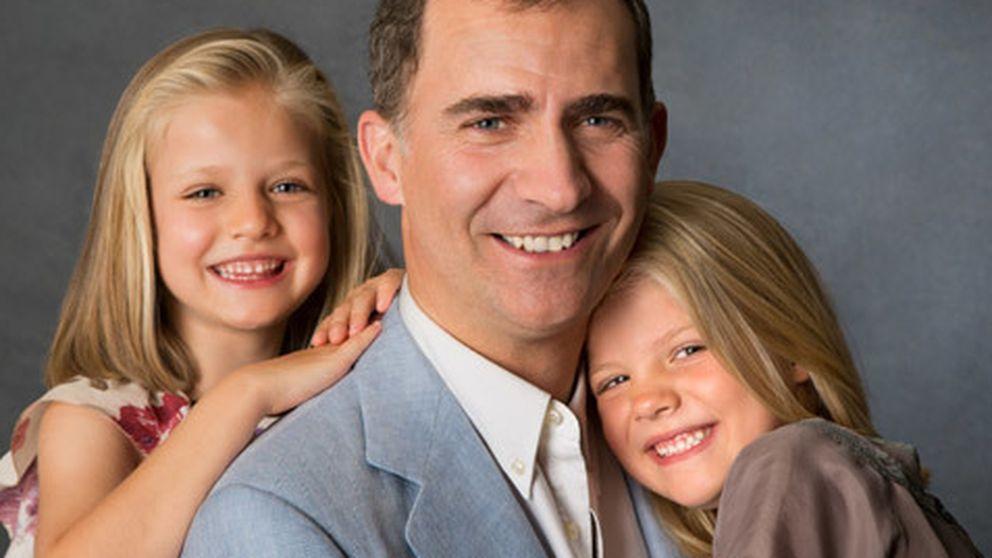 Casa Real difunde nuevas fotos del Príncipe y sus hijas de 2012