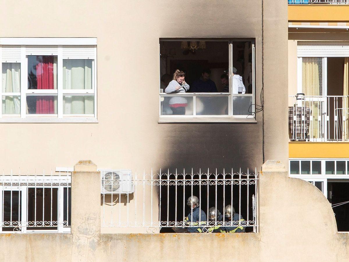 Foto: Incendio en una vivienda. (EFE)