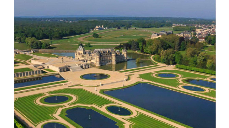 Foto: Vista exterior del Château de Chantilly, donde se encuentran los apartamentos restaurados de los duques de Aumale.