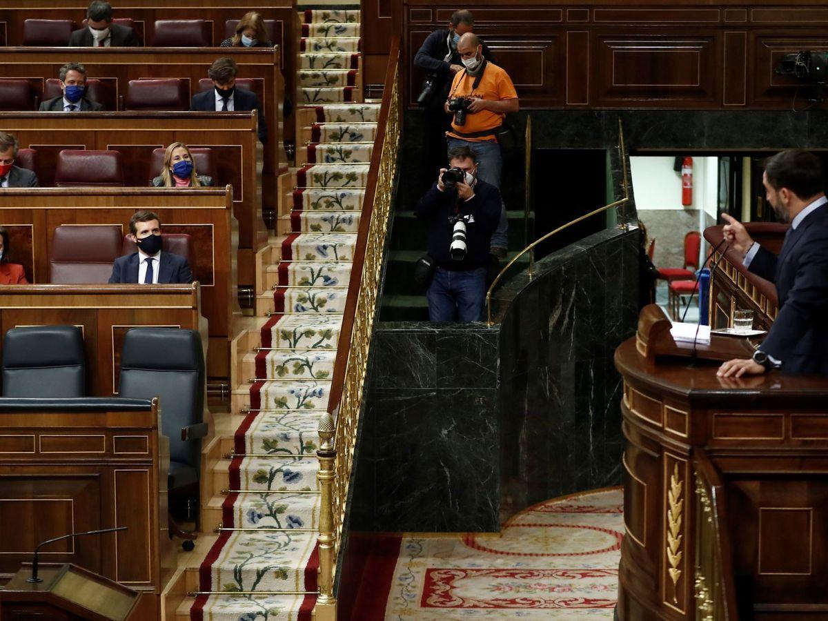Foto: Abascal interpela a Casado durante la moción de censura. (EFE)