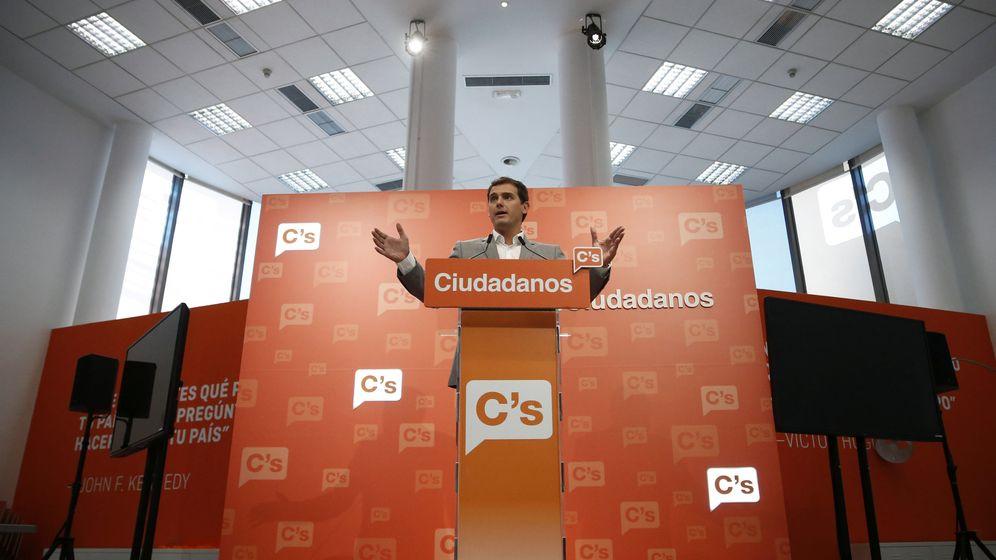 Foto: El líder de Ciudadanos, Albert Rivera, comparece en la sede nacional del partido en Ventas. (EFE)