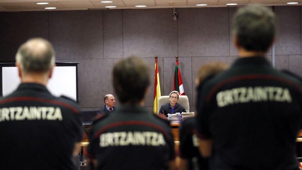 Dimite el jefe de la Ertzaintza tras la condena de dos años a un agente por el 'caso Cabacas'