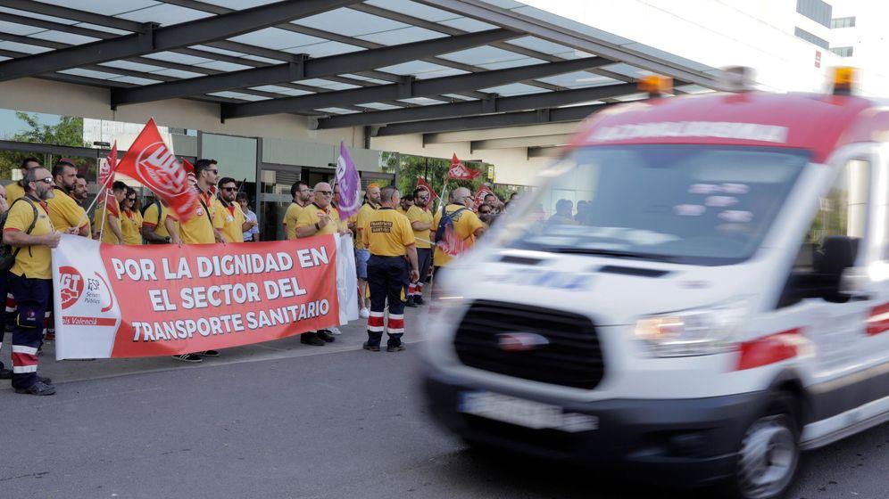 Foto: Masivo apoyo a la huelga de ambulancias con críticas a los servicios mínimos. (Efe/Kai Fösterling)