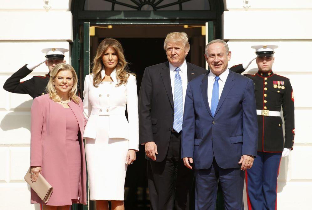 Foto: Donald y Melania Trump reciben al primer ministro israelí Benyamin Netanyahu y su esposa Sara a su llegada a la Casa Blanca, esta mañana (Reuters)